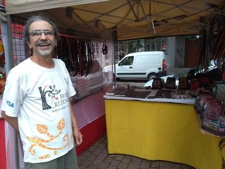 """João Batista, fundador da feira: """"Continuo hippie"""" (Foto/Rua da Margem)"""
